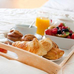 Jak zrobić romantyczne śniadanie walentynkowe?