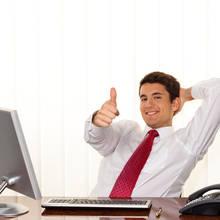 Jak udzielać pochwał i nagan w firmie?