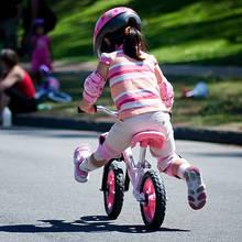 Jak pomóc dziecku w nauce jazdy na rowerze?