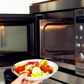 W jaki sposób korzystać z kuchenki mikrofalowej?