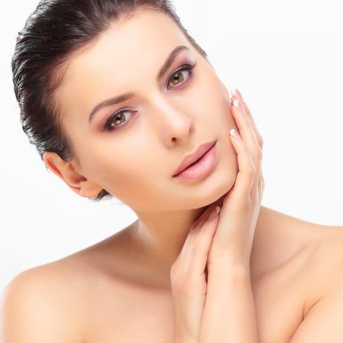 Domowe oczyszczanie twarzy – porady i wskazówki