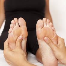 Sposoby na spuchnięte dłonie i stopy