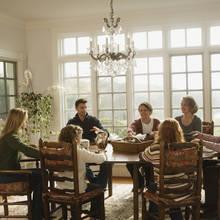 Zasady sadzania gości przy stole