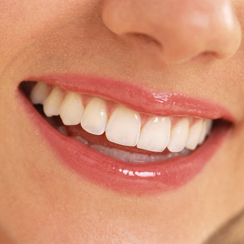 Co powoduje nieprzyjemny zapach z ust?