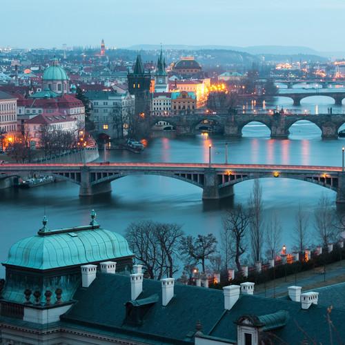 Jak prawidłowo poruszać się samochodem po Czechach?