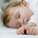 Jak pomóc dziecku spokojnie zasypiać?