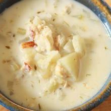 Jak przyrządzić zupę z łososia z ziemniakami?