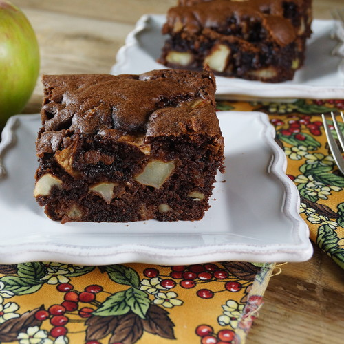 Smaczne ciasto z jabłkami na deser