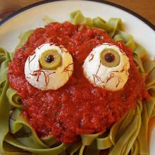 Jak przygotować spaghetti na imprezę halloweenową?