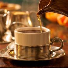 Kawa mocha z syropem karmelowym na deser