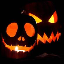 Groźny lampion z dyni na Halloween
