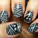 Jak zrobić paznokcie przypominające mumie?