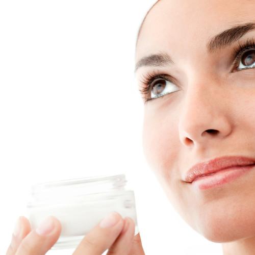 Jak wykonać krem rozświetlający do twarzy?