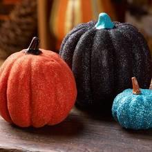 Jak ozdobić halloweenową dynię brokatem?