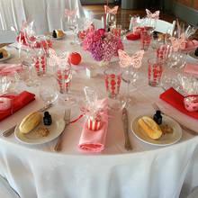 W jaki sposób ustawić stoły na przyjęciu?