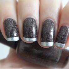 Jak ładnie ozdobić paznokcie sreberkiem?