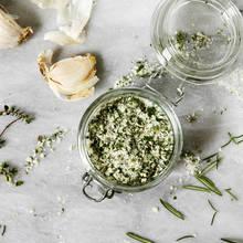 Jak przygotować sól ziołową?