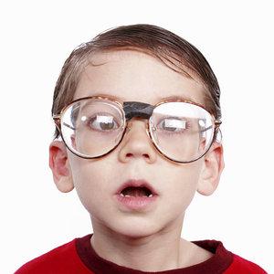 Jak skutecznie zachęcić dziecko do noszenia okularów?