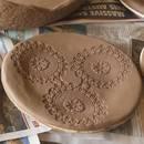 Jak wykonać samodzielnie gliniany talerz?