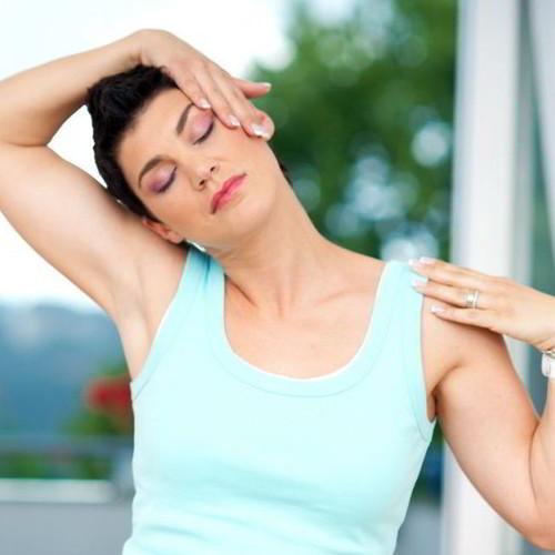 Łatwe i skuteczne ćwiczenia na bolący kark