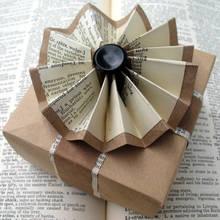 Jak pomysłowo zapakować prezent w gazetę?