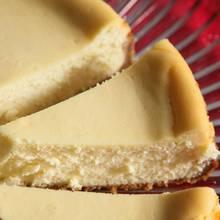 Pyszny sernik z ajerkoniakiem – jak go przygotować?