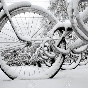 Jak bezpiecznie jeździć na rowerze zimą?