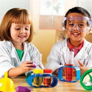 Jak przygotować karnawałowy strój naukowca dla dziecka?
