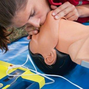 Jak wykonywać oddechy ratownicze?