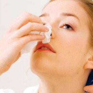 Jak sobie poradzić z krwotokiem z nosa?