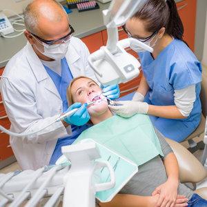 Jak uniknąć powikłań po wyrwaniu zęba?