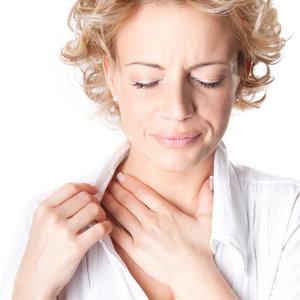 Jak złagodzić uciążliwy ból gardła?