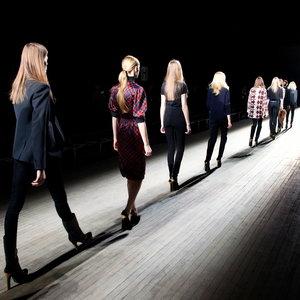 Jak się ubierać, aby wyglądać modnie?