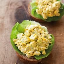 Jak zrobić smaczną sałatkę jajeczną?