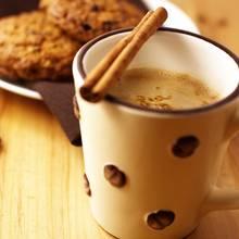 Pyszna kawa z rozgrzewającym cynamonem