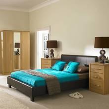 Jak ciekawie zaaranżować sypialnię w naturalnych barwach?