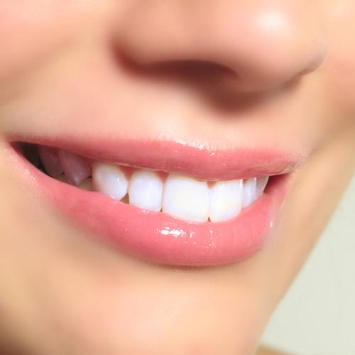 Jak zachować biel zębów?