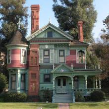 Jak ciekawie zaaranżować swoje mieszkanie w starym stylu?