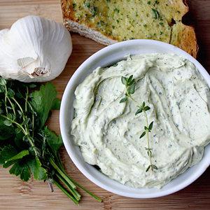 Jak przyrządzić masło o różnych smakach?