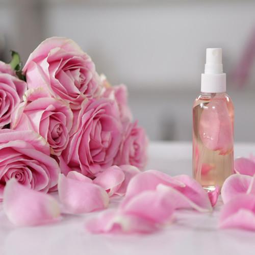 Jak przygotować wodę różaną?