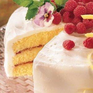 Smaczny tort malinowy dla każdego