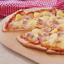 Smaczna pizza hawajska na obiad