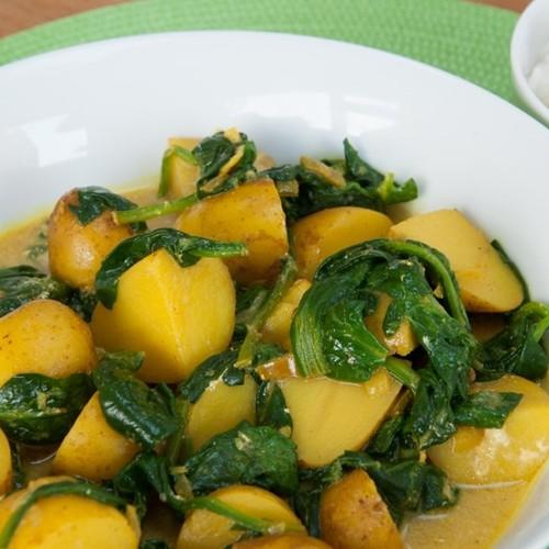 Dobry obiad – młode ziemniaki ze szpinakiem