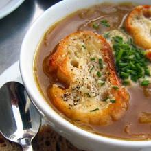 Smaczna i zdrowa zupa cebulowa