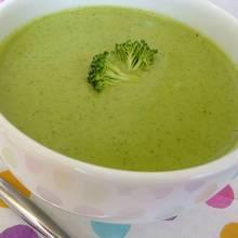 Pyszna zupa brokułowa z serem