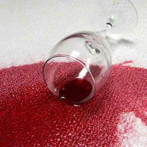 Plamy z wina
