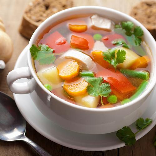 Pyszna zupa warzywna z dodatkiem soczewicy