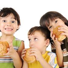 Jakich produktów spożywczych nie podawać małemu dziecku?