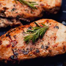 Jak przygotować filety z kurczaka na grillu?