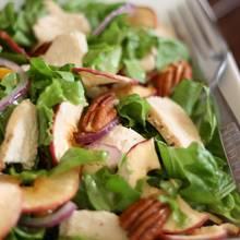 Jak przyrządzić sałatkę z kurczakiem i jabłkiem?